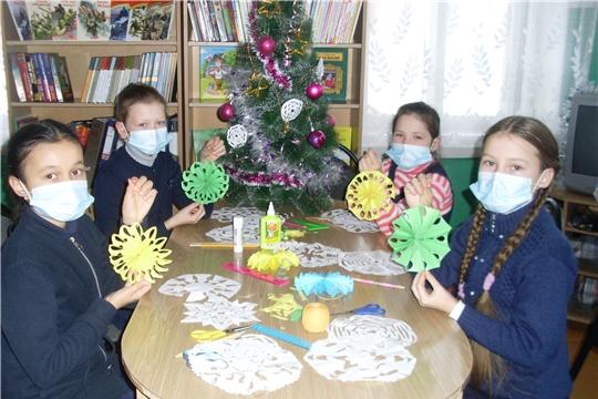 Творческая мастерская по изготовлению новогодних украшений «У ворот Новый год»