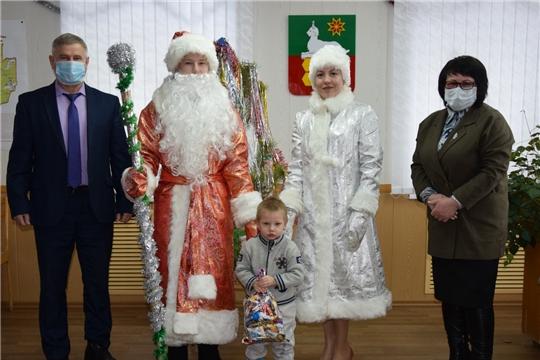 Глава администрации исполнила заветное желание трёхлетнего Артёма Морозова из села Атрать