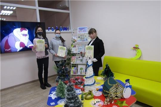 В Аликовской центральной библиотеки провели экспресс - обзор книг «Новый год к нам мчится»