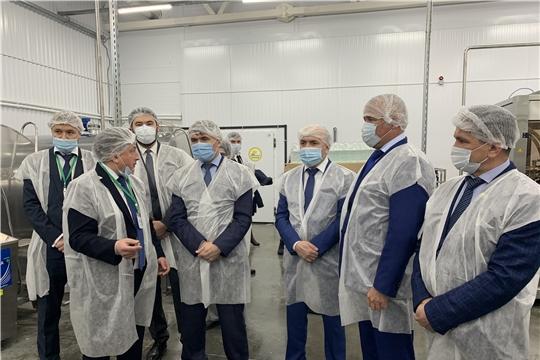 Глава Чувашской Республики Олег Николаев с рабочим визитом посетил СПССК «Деревенский дворик»