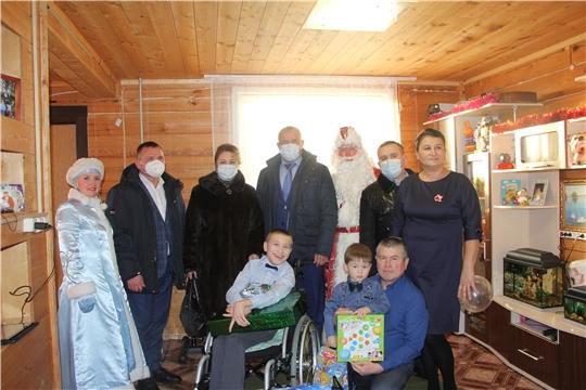 Глава администрации Чебоксарского района Николай Хорасёв присоединился к участию в акции «Ёлка желаний»