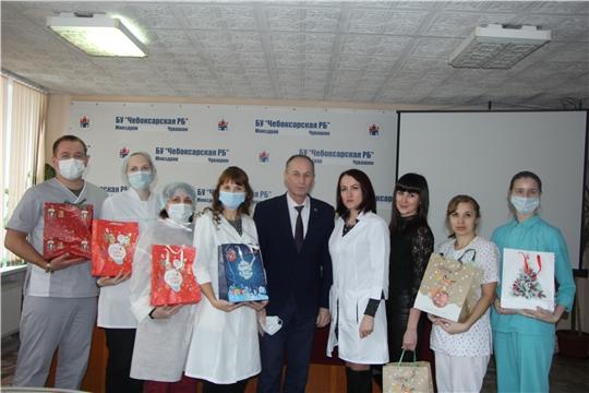 Детям медицинских работников Чебоксарской районной больницы вручили подарки