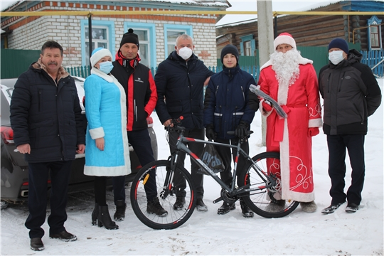 Глава администрации Чебоксарского района Николай Хорасёв принял участие в акции «Елка желаний»
