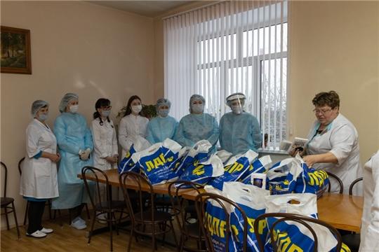 Депутат Чебоксарского городского Собрания поблагодарил врачей и медицинских работников второй городской больницы г. Чебоксары
