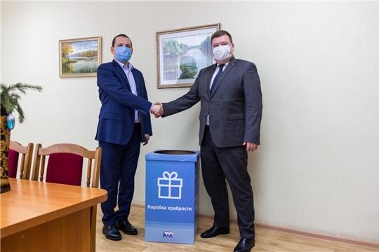 Олег Кортунов передал в городской детский медицинский центр «коробку храбрости»