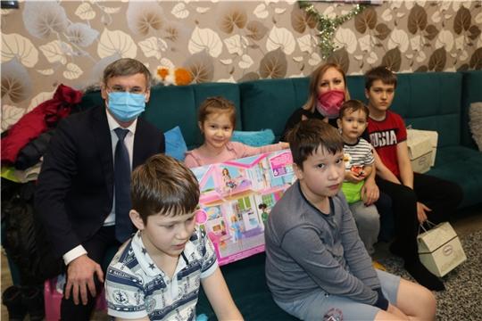 Министр Александр Героев исполнил новогоднее желание 4-летней Киры