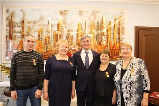 Министр Александр Героев поздравил строителей с наступающими праздниками и вручил памятные медали