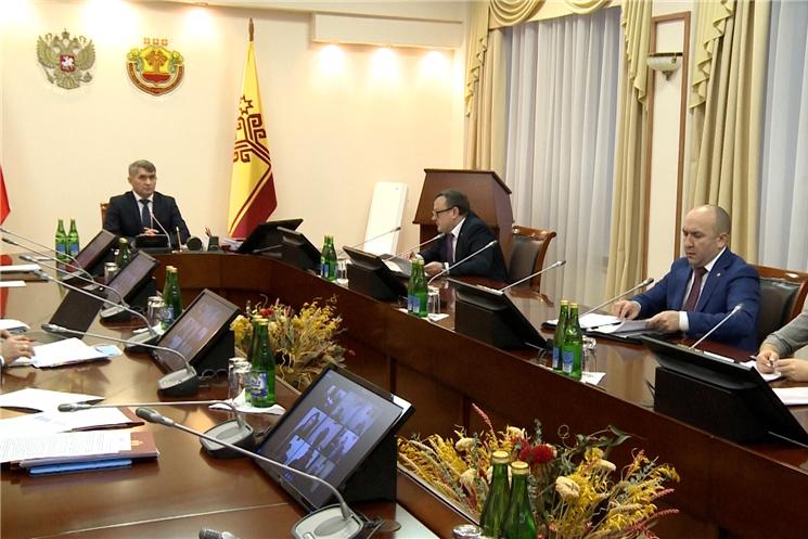 Кабинет Министров обсудил вопросы оказания бесплатной медицинской помощи гражданам Чувашии в 2021 году.