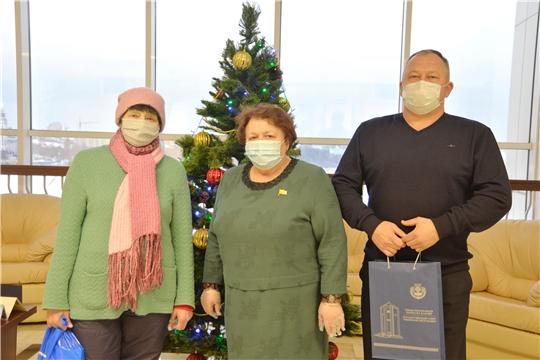 Руководитель парламента республики Альбина Егорова поздравила ветеранов с наступающими новогодними праздниками