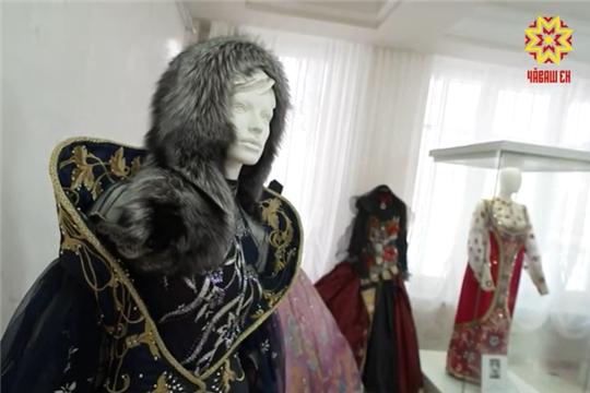 Открылась выставка костюмов из коллекции знаменитого историка моды Александра Васильева 14.12.2020