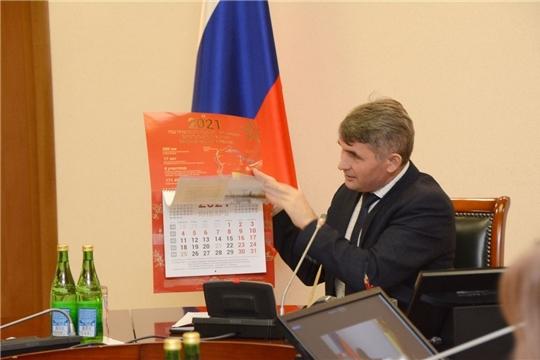 Глава Чувашии презентовал календарь, посвященный Году строителей оборонительных рубежей