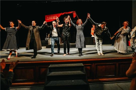В Русском драматическом театре состоялась премьера мистической комедии «Музыка для толстых»