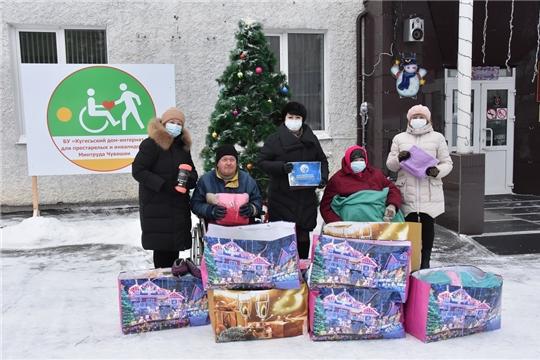 Энергетики поздравили с Новым годом жильцов Кугесьского дом-интерната для престарелых и инвалидов