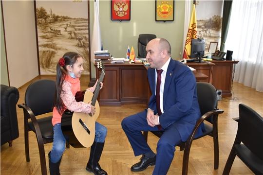 Сергей Артамонов и Маргарита Ведина обменялись опытом игры на гитаре