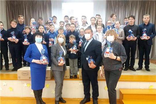 Волонтеры альянса «АгроВыбор» поздравили юных цивилян
