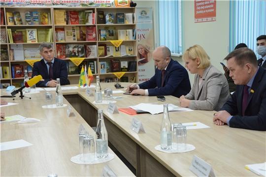 Олег Николаев провел круглый стол, посвященный развитию культуры села