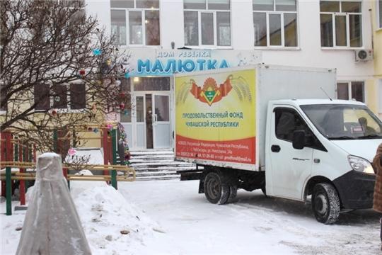 В преддверии Нового года волонтеры Продфонда Чувашии доставили в Дом малютки свежие овощи и крупы