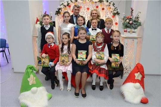 Вручение новогодних подарков от Главы Чувашии Олега Николаева