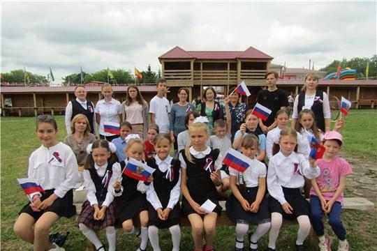 На районном празднике «Акатуй» Аликовская центральная библиотека провела районный конкурс чтецов «О России с любовью»,