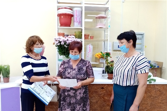 Социальные работники информируют граждан 65 лет и старше о вакцинации