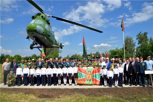 На территории зоны отдыха в с.Батырево установлен вертолет МИ-2