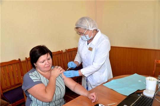 Сотрудники администрации района сделали первую прививку от коронавирусной инфекции