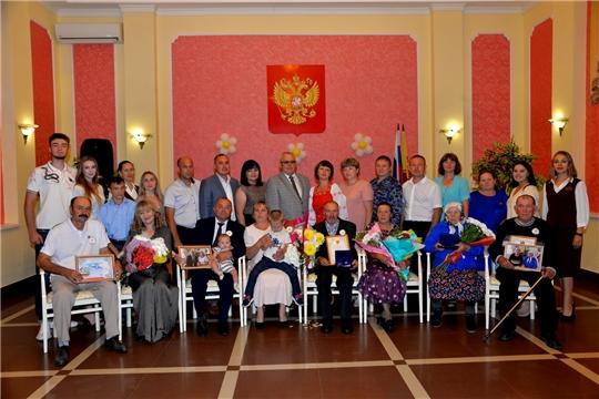 В рамках Дня семьи, любви и верности организовано чествование юбиляров семейной жизни и вручение медали «За любовь и верность»