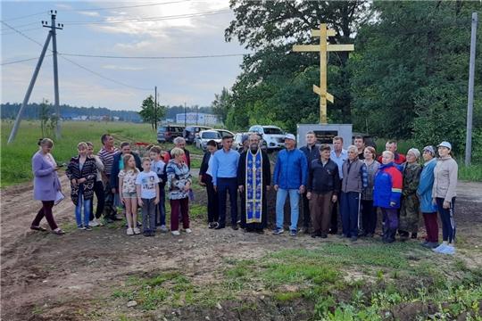 Освящен и установлен Поклонный крест в д. Шобашкаркасы