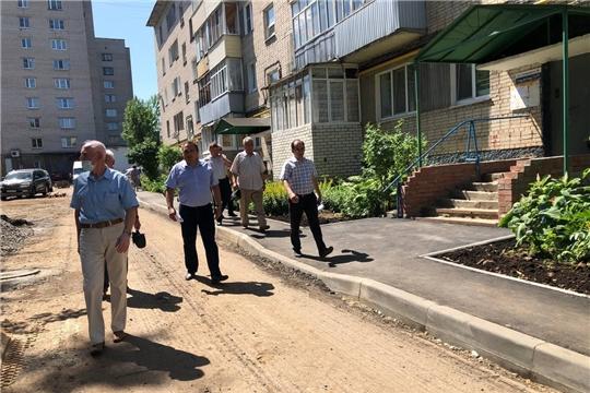 С ходом благоустройства дворов  по улице Пирогова ознакомились члены Совета старейшин