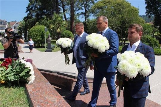 Депутаты ЧГСД возложили цветы в Парке Славы города Сухум