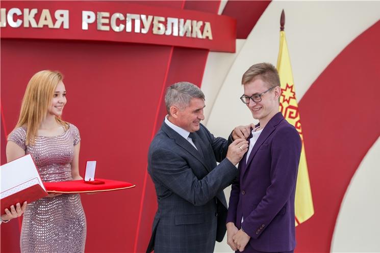 Паян Чăваш Республикин Çамрăксен патшалăх премийĕсене тивĕçнĕ яшсемпе хĕрсене чысланă