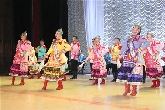 Чувашский государственный академический ансамбль песни и танца выступил в Алатыре в рамках акции «Спасибо вам, родные доктора»