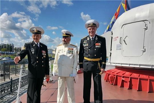 Моряки и пограничники морской службы посетили корабль «Чебоксары»