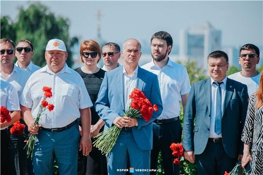 Алексей Ладыков принял участие в возложении цветов к Вечному огню