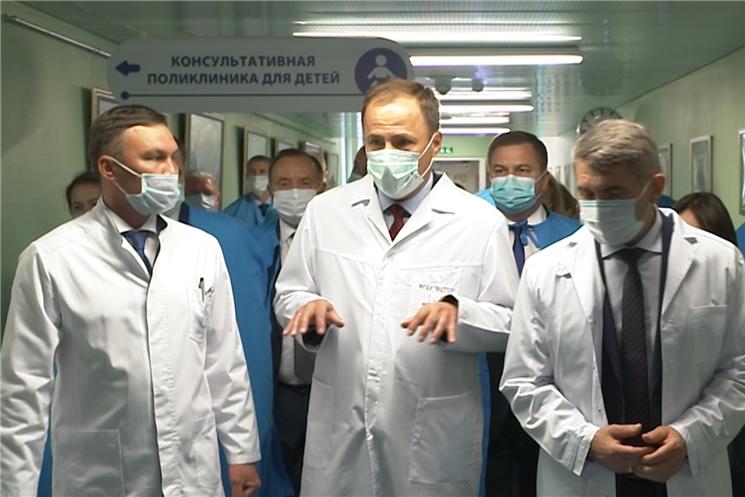 Полпред Президента России в ПФО Игорь Комаров в Чебоксарах посетил передовой Федеральный центр травматологии, ортопедии и эндопротезирования