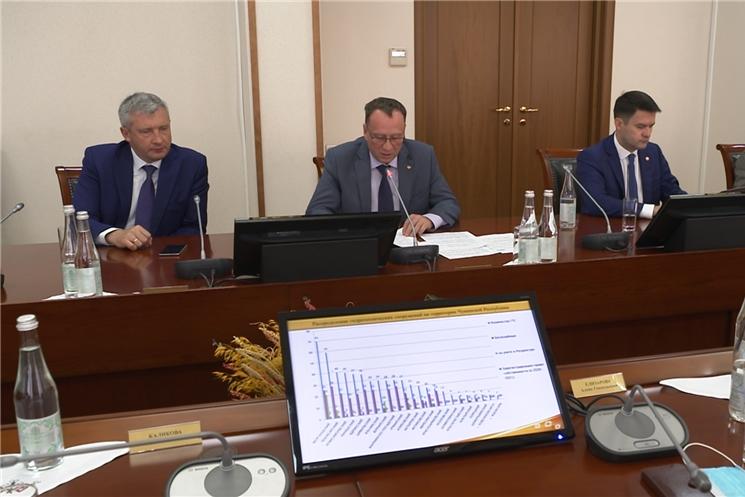 На еженедельном совещании в Доме Правительства обсудили рост объемов промышленного, сельскохозяйственного производства, ввод жилья, снижение уровня безработицы