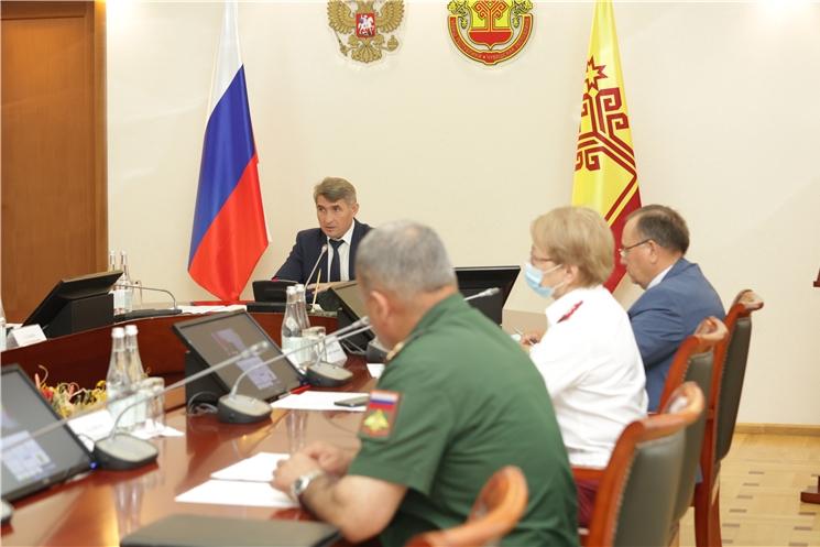 Олег Николаев поручил проанализировать процент вакцинированных работников в сфере услуг