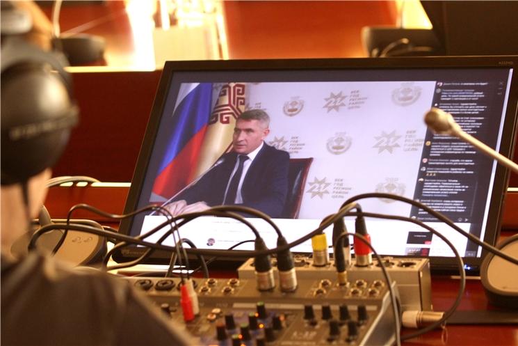 Олег Николаев проведет прямую линию с жителями Чувашии в социальных сетях