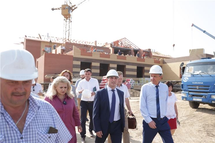 Олег Николаев: В связи с удорожанием стройматериалов поддержим всех подрядчиков в рамках строительства важных для республики объектов