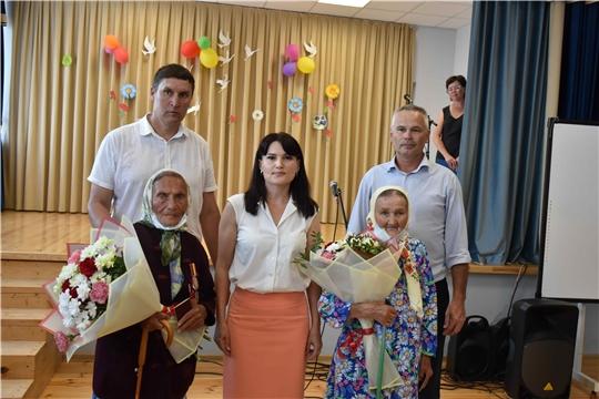 Жительницам Козловского района вручены памятные медали, посвященные 80-летию строительства Сурского и Казанского оборонительных рубежей.