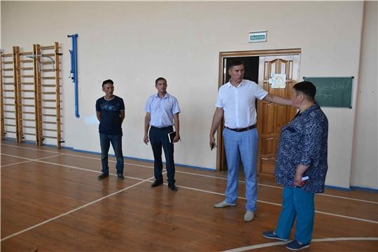 Фирдавиль Искандаров ознакомился с ходом капремонта Тюрлеминской школы