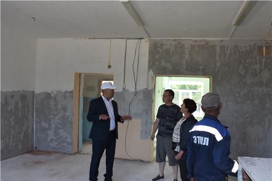 Глава администрации района Александр Кузнецов ознакомился с ходом строительных работ в МБДОУ «Детский сад «Сеспель»