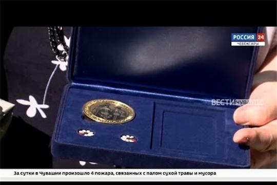 В Чебоксарах семьи наградили памятными медалями «За любовь и верность»
