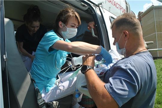 Вертолет санитарной авиации доставил из Чебоксар в Пензу для операции маленьких пациентов
