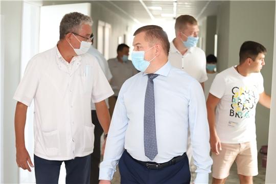 Министр здравоохранения Чувашии Владимир Степанов ознакомился с ходом ремонта центральной районной больницы в Ядрине