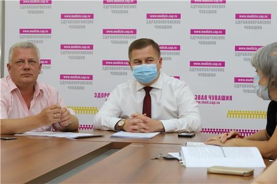 На селекторном совещании с Минздравом России обсудили эпидемиологическую ситуацию в стране: в Чувашии вакцинировались от COVID-19 более 225 000 жителей