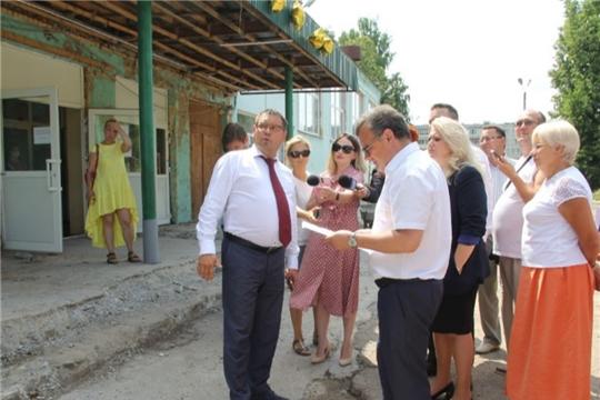 Михаил Ноздряков ознакомился с ходом капремонта школы №3 Новочебоксарска