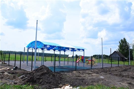 В Ибресинском районе ведется строительство детских площадок и тротуаров