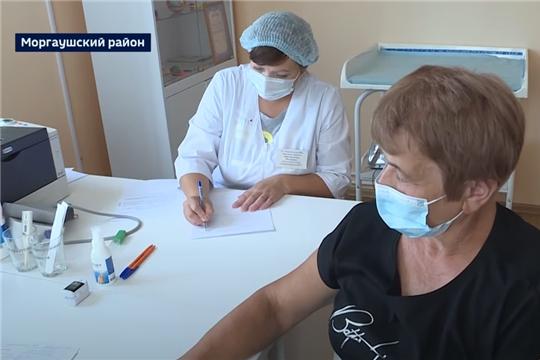Пожилых людей из отдалённых деревень Чувашии доставляют на вакцинацию от коронавируса