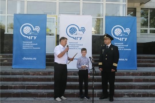 Арт-объект «Мягкая посадка» в Чебоксарах открыл Герой России Дамир Юсупов